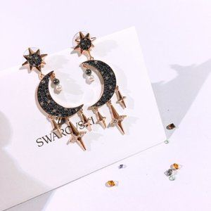 💧SWAROVSKI SYMBOL moon charm earrings